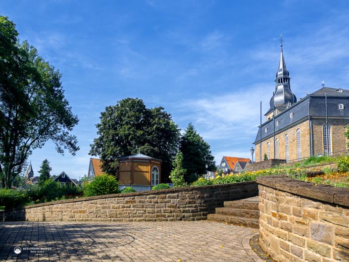 Rosarium mit Pauluskirche
