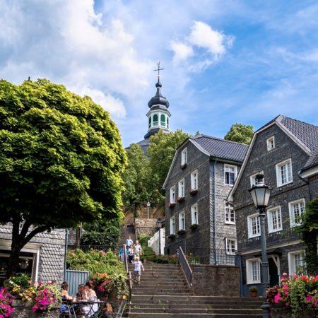 Kirchtreppe und Marktplatz in Solingen-Gräfrath