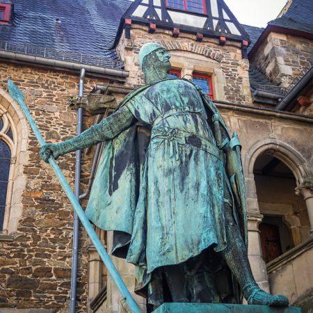 Graf Adolf I. auf Schloss Burg