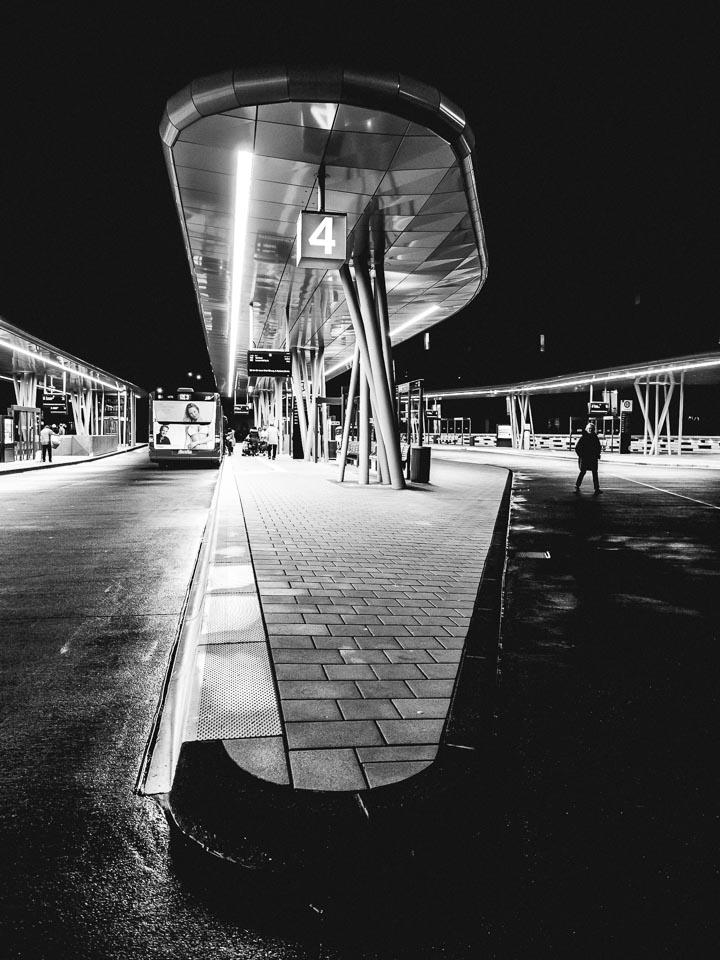 Busbahnhof Wuppertal in Schwarzweiss