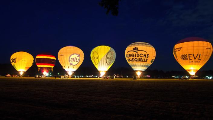 Langenfeld - Ballonglühen zum Flugplatzfest