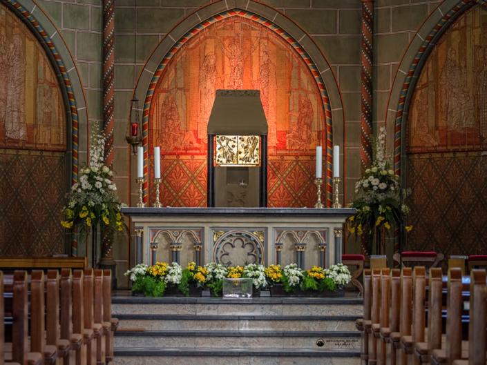 Mettmann - St. Lambertus Kirche - Altarbereich