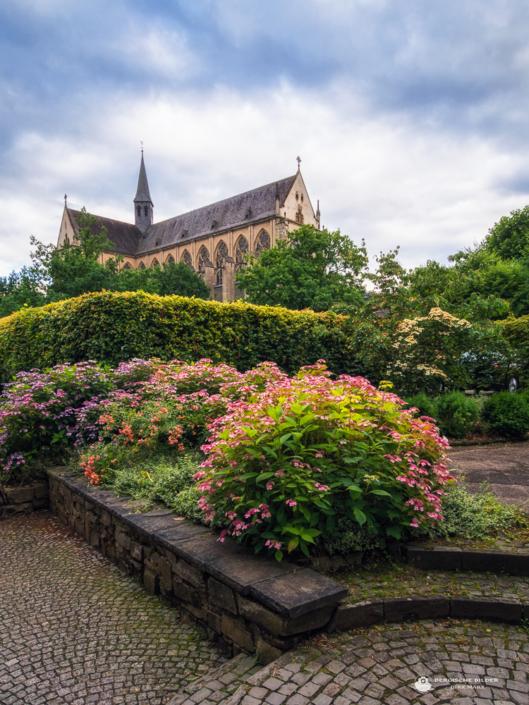 Altenberger Dom mit Blumen