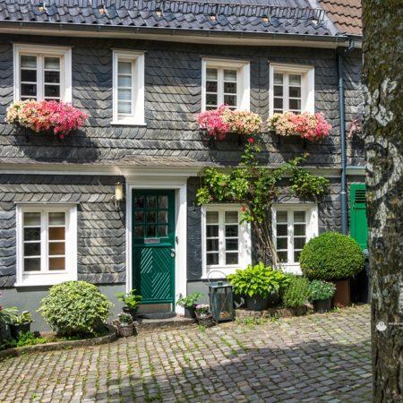Häuserecke am Täppken Ecke Steines in Gräfrath
