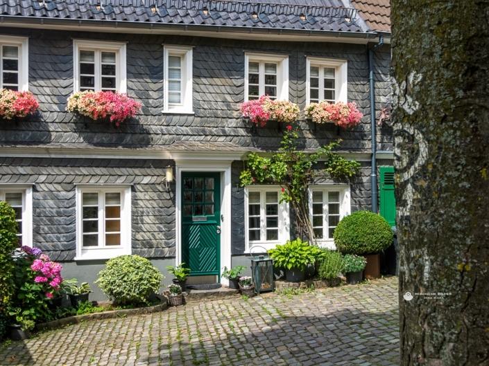 Gräfrath - Häuserecke am Täppken Ecke Steines