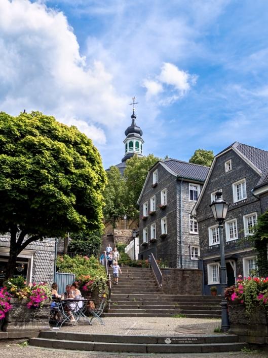 Gräfrath - Kirchtreppe und Marktplatz