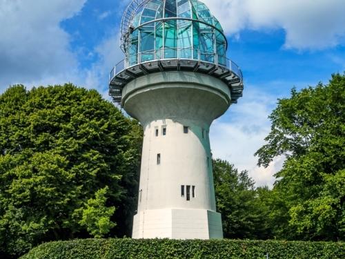 Lichtturm im Sommer