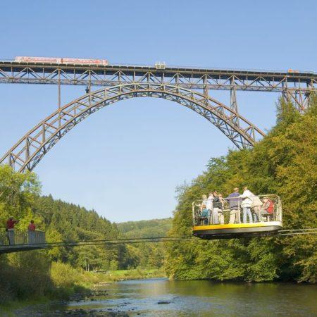 Schwebefähre mit Müngstener Brücke