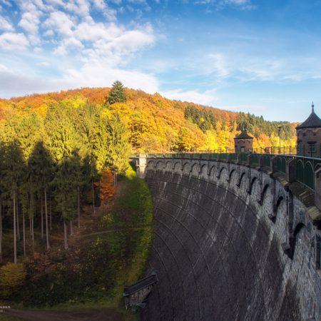 Sengbachtalsperre Staumauer Herbst