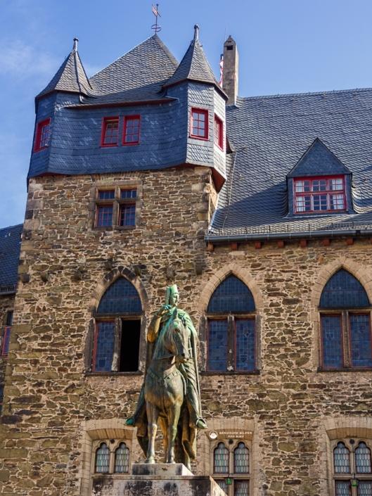 Graf Engelbert II. - Schloss Burg