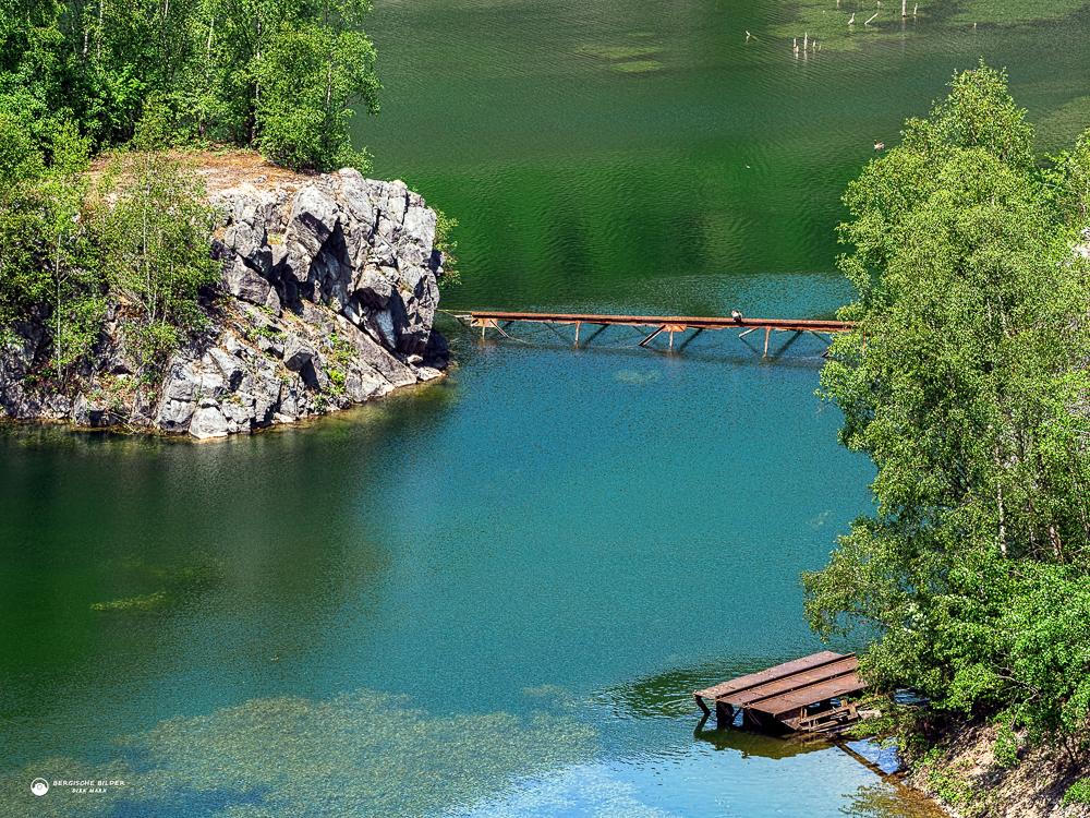 Kalksee mit altem Aufzug