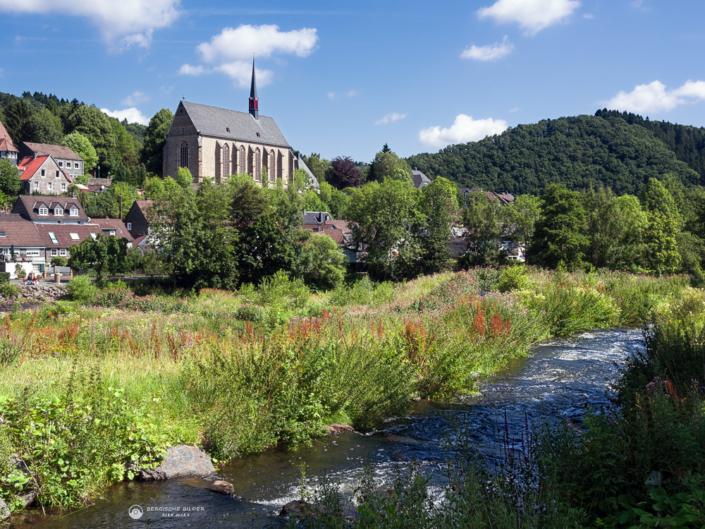 Beyenburger Kloster mit Bachlauf