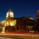 Historische Stadthalle im Abendlicht